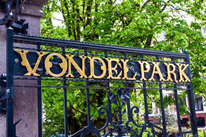 vondelpark-in-amsterdam-buchstaben-auf-dem-zaun-istock_000064499071_large-2