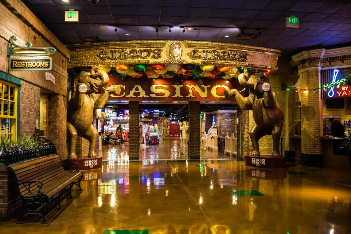 Circus-Circus-Resort-and-Casino-hallway-shutterstock_476574838-EDITORIAL-ONLY-Victoria-Ditkovsky-2