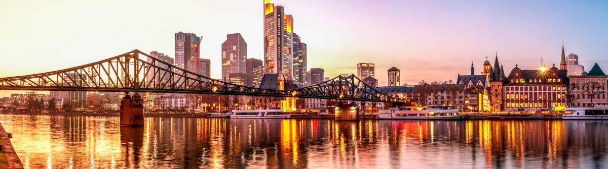 Frankfurt am Main, Skyline, Eiserner Steg shutterstock_381343231-2