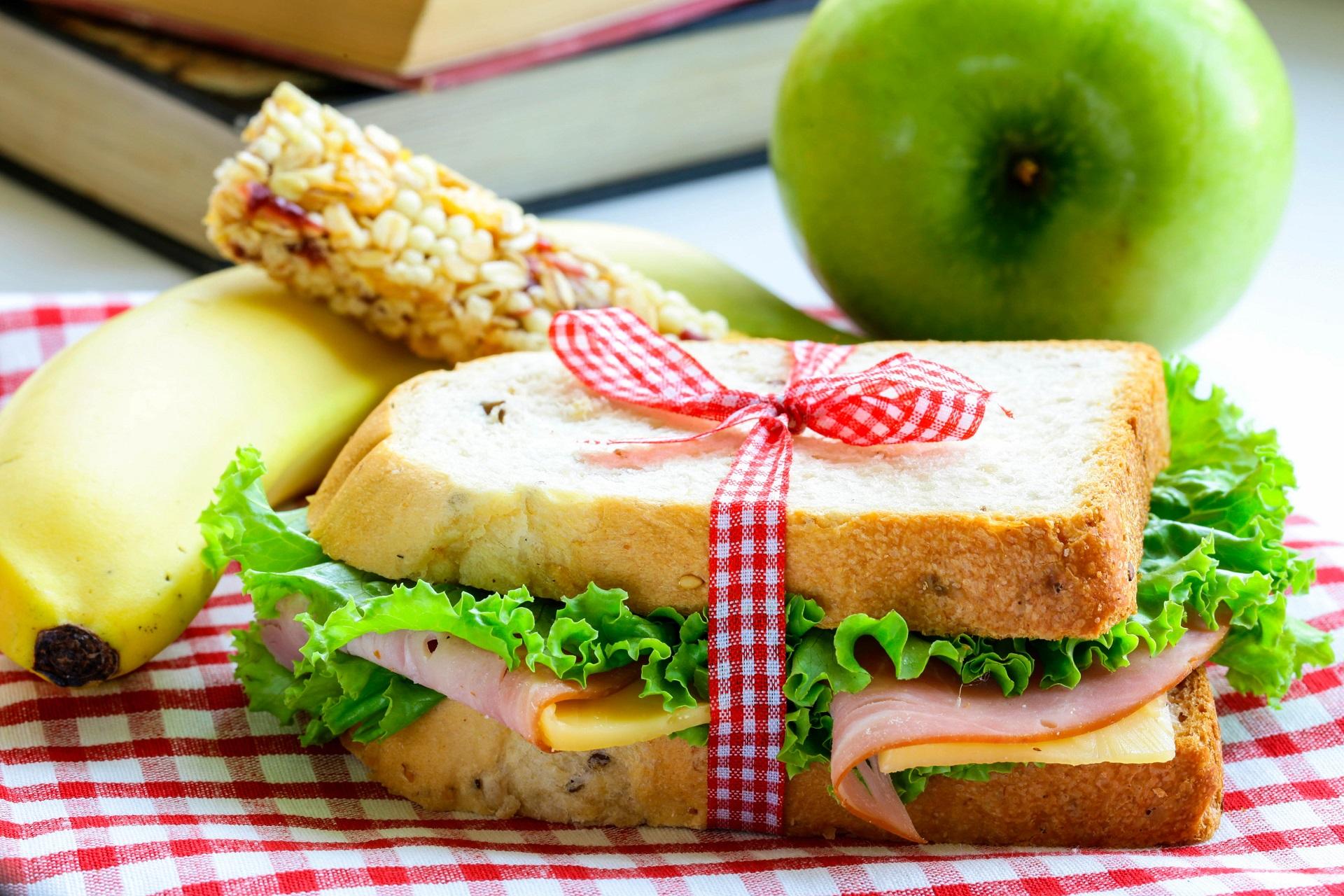 Schlafen am Flughafen Tipps, Nahrung, Sandwich