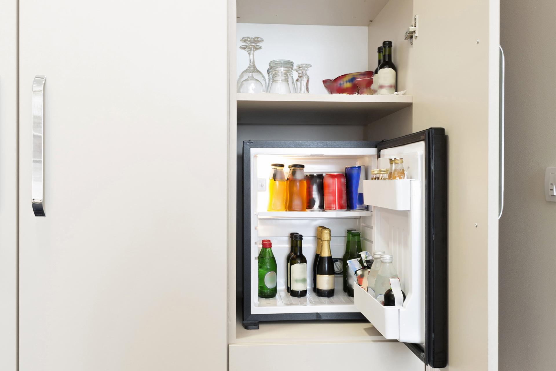 Kleiner Kühlschrank Hofer : Was ist eine minibar alle infos zum minikühlschrank im hotel