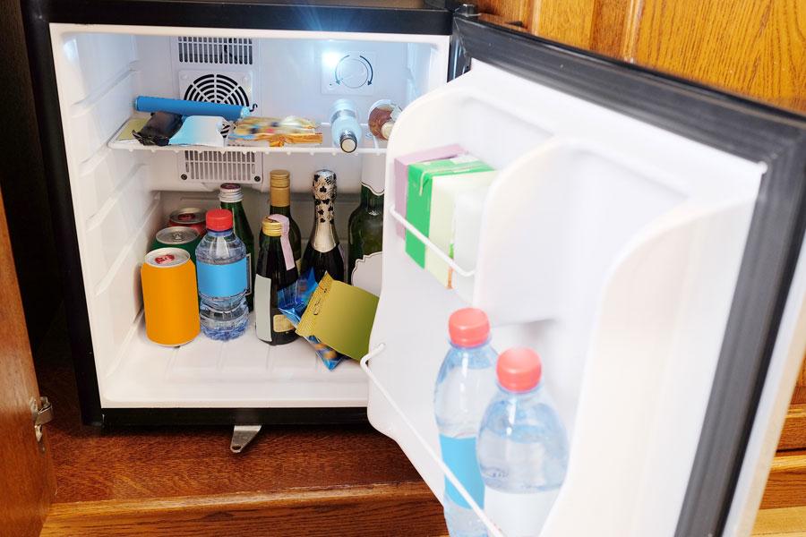 Mini Kühlschrank Hofer : Was ist eine minibar alle infos zum minikühlschrank im hotel