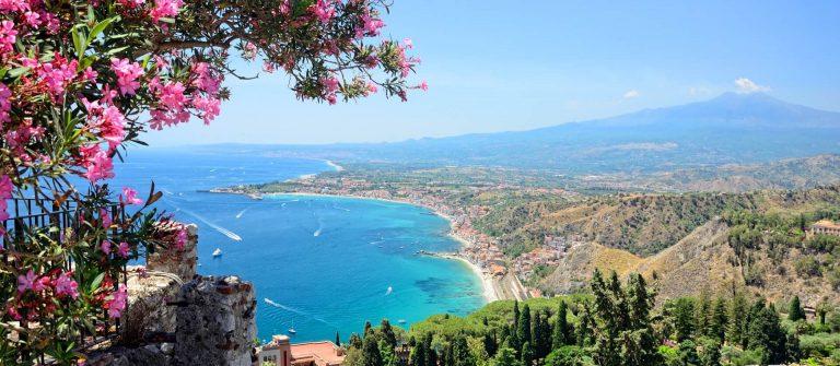 Taormina-auf-Sizilien-iStock-514801251-1