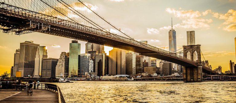 Brooklyn-Bridge-and-Manhattan-at-sunset-iStock_000048081118_Large-2