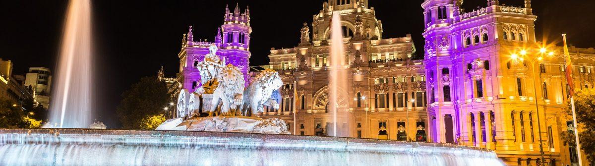 Cibeles-fountain-at-Plaza-de-Cibeles-in-Madrid-in-a-beautiful-summer-night-Spain_shutterstock_393147193-klein