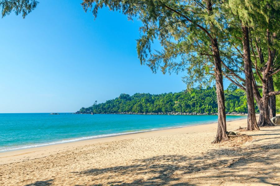 beach_khao_lak_shutterstock_428155147_900x600
