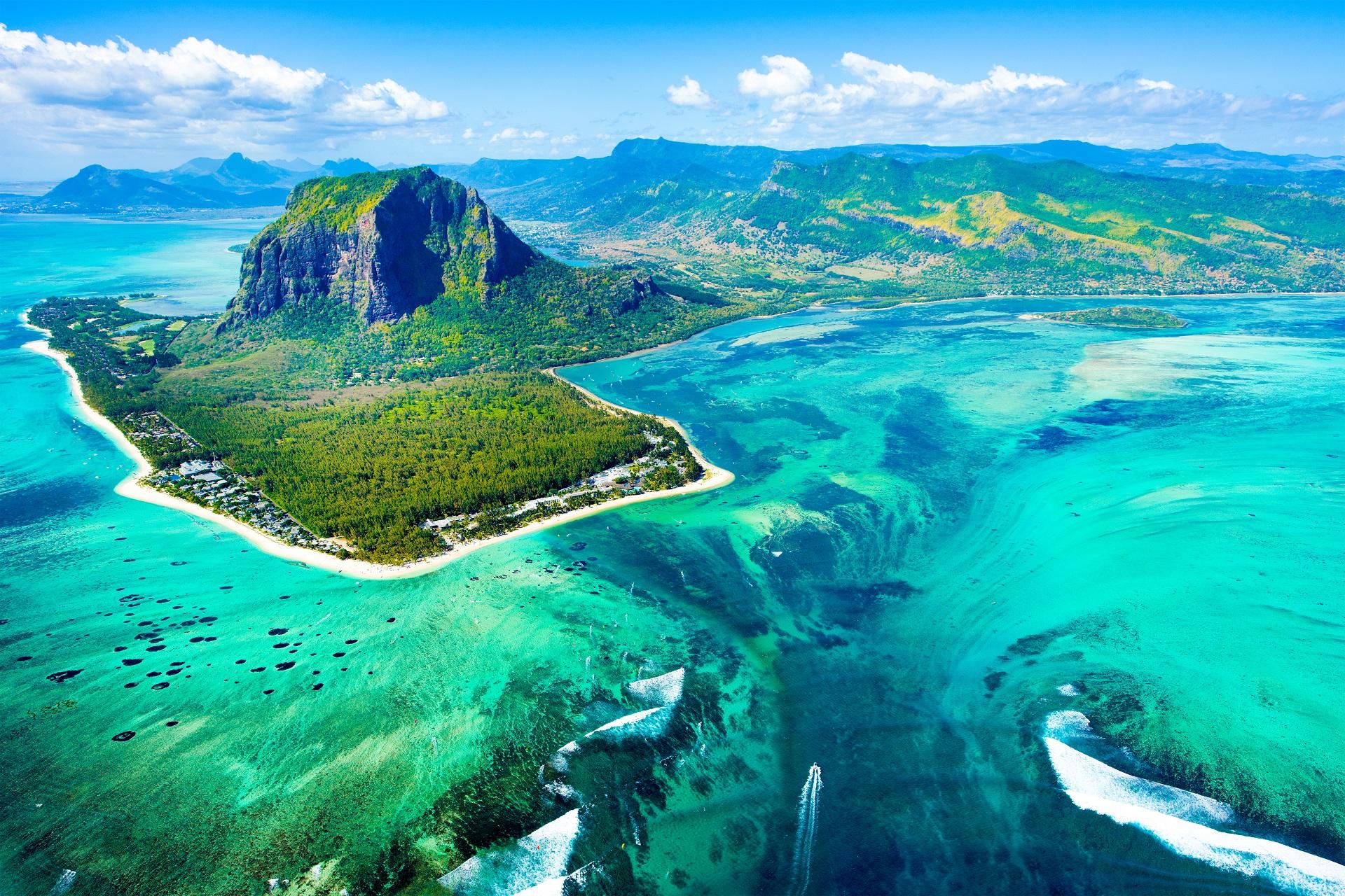 Der Unterwasser-Wasserfall auf Mauritius.