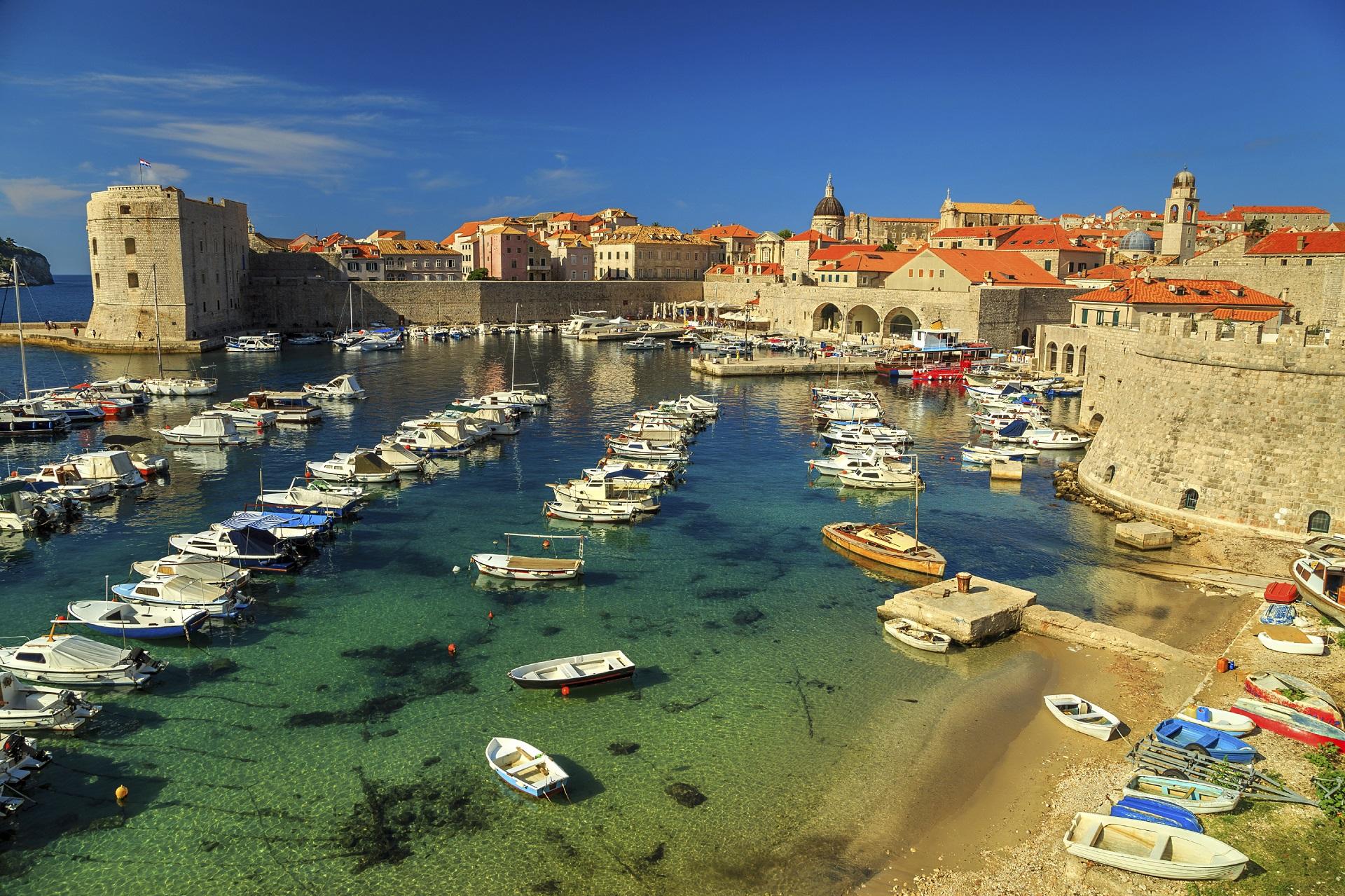 Kleine Boote am Hafen von Dubrovnik.