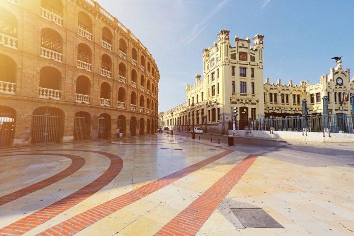 Plaça-de-Toros-Valencia-iStock-539111556