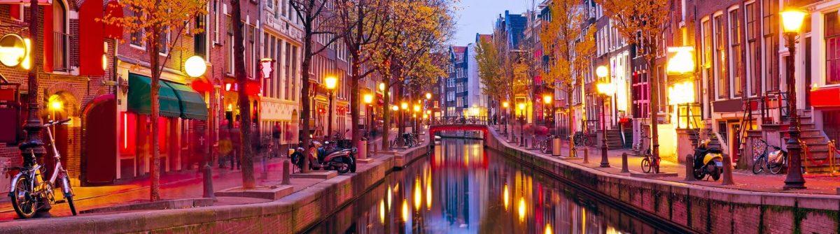 Red-light-district-in-Amsterdam-shutterstock_238003369