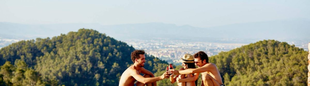 Rooftop-Pool-Barcelona-iStock-605559177