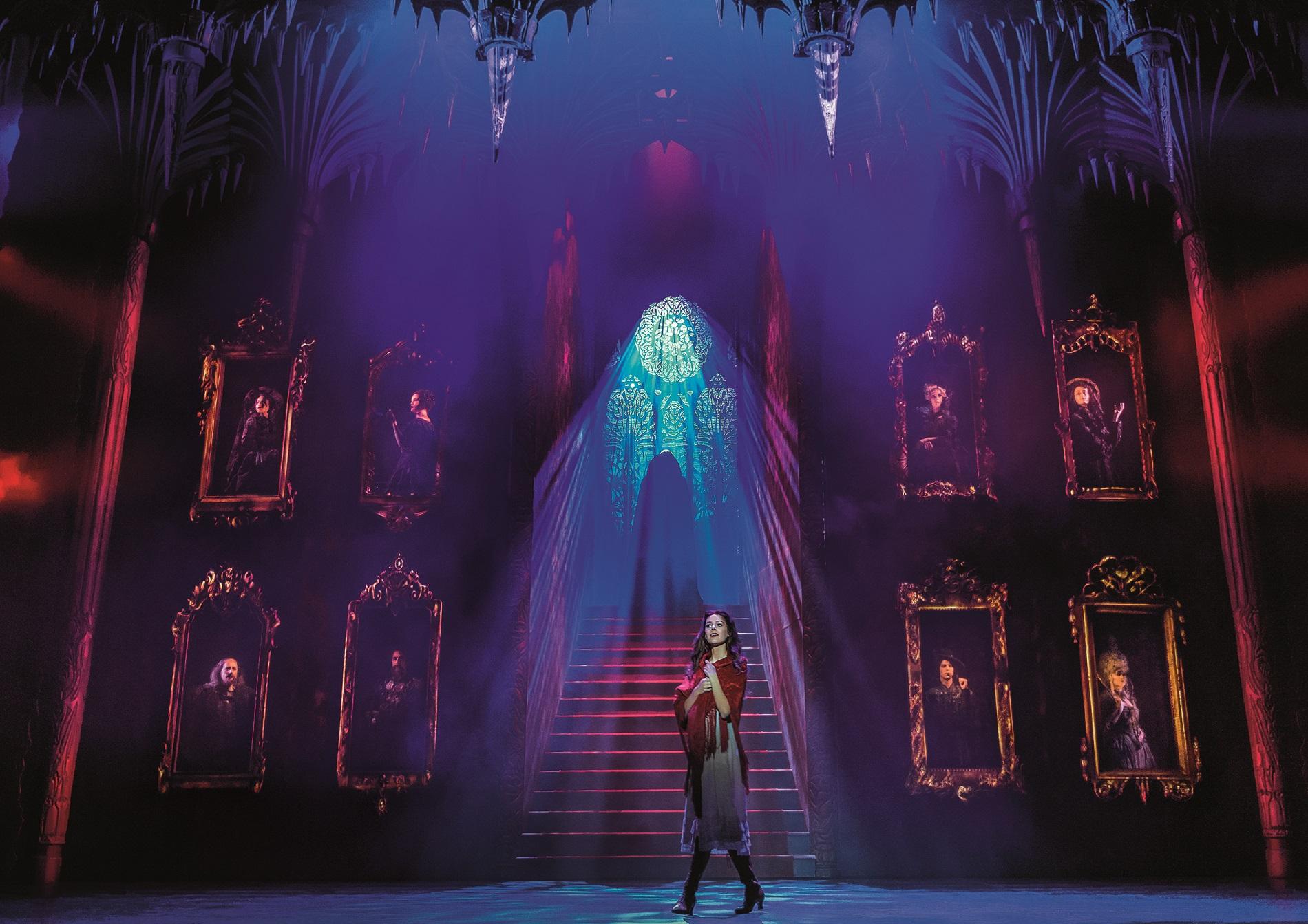 Der Siegeszug der Vampire nach der Uraufführung der Vereinigten Bühnen Wien im Jahr im Wiener Raimund Theater reicht dabei um die ganze Welt. Die perfekte Mischung aus packenden Rock-Balladen, umwerfender Komik, fulminanten Tanzszenen und opulenter Ausstattung begeisterte mittlerweile rund 9,4 Millionen Zuschauer weltweit.