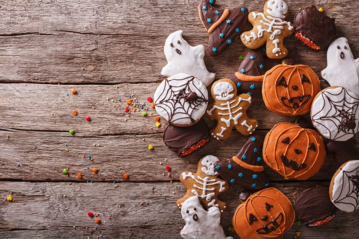 funny-delicious-ginger-biscuits-for-halloween-on-the-table.-horizontal-view-from-above-shutterstock_318796751-2