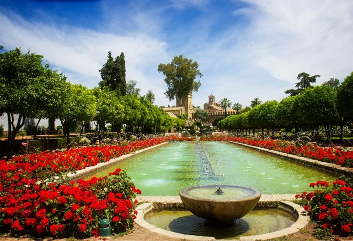 gardens-at-the-alcazar-de-los-reyes-cristianos-in-cordoba-spain-shutterstock_281889797-2
