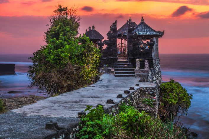 Pura Tanah Lot temple by the sea