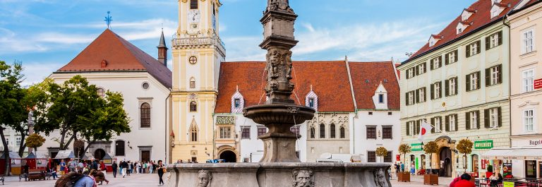 roland-fountain-on-main-square-in-bratislava-istock_77241357_large-editorial-only-vvoevale-2