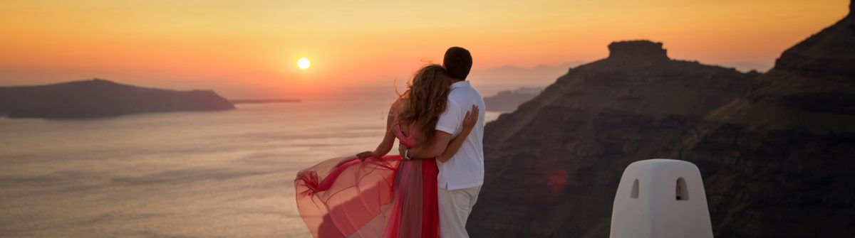 santorin_couple-romantic-sunset_shutterstock_421469890