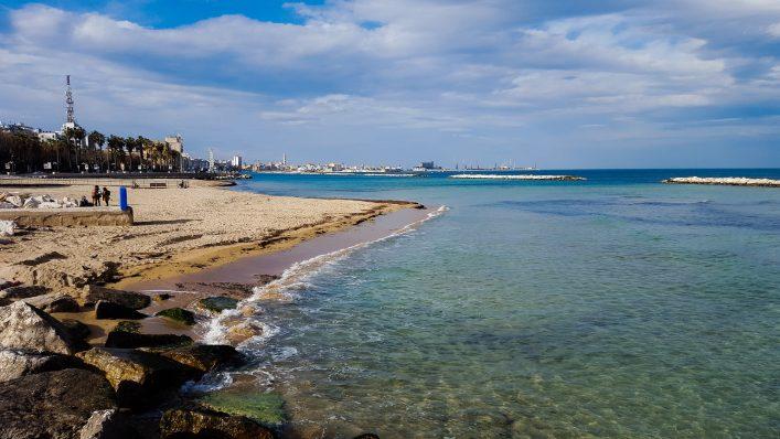 Ein Strand von Bari