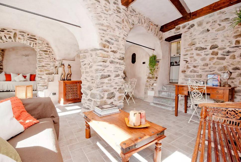 Dieses Steinhaus ist nur wenige Kilometer von den wunderschönen Cinque Terre entfernt.