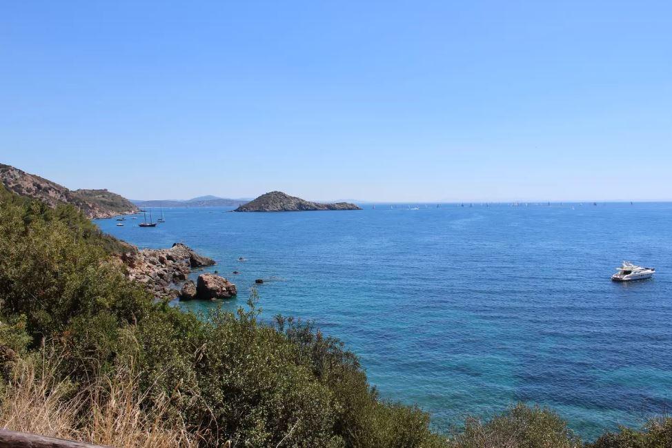 Entspannen am Strand in der Toskana - auch in Orbetello findet ihr schöne Unterkünfte.