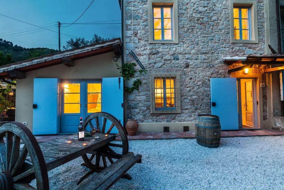Dieses alte Steinhaus ist nicht nur urgemütlich, sondern auch idyllisch gelegen.