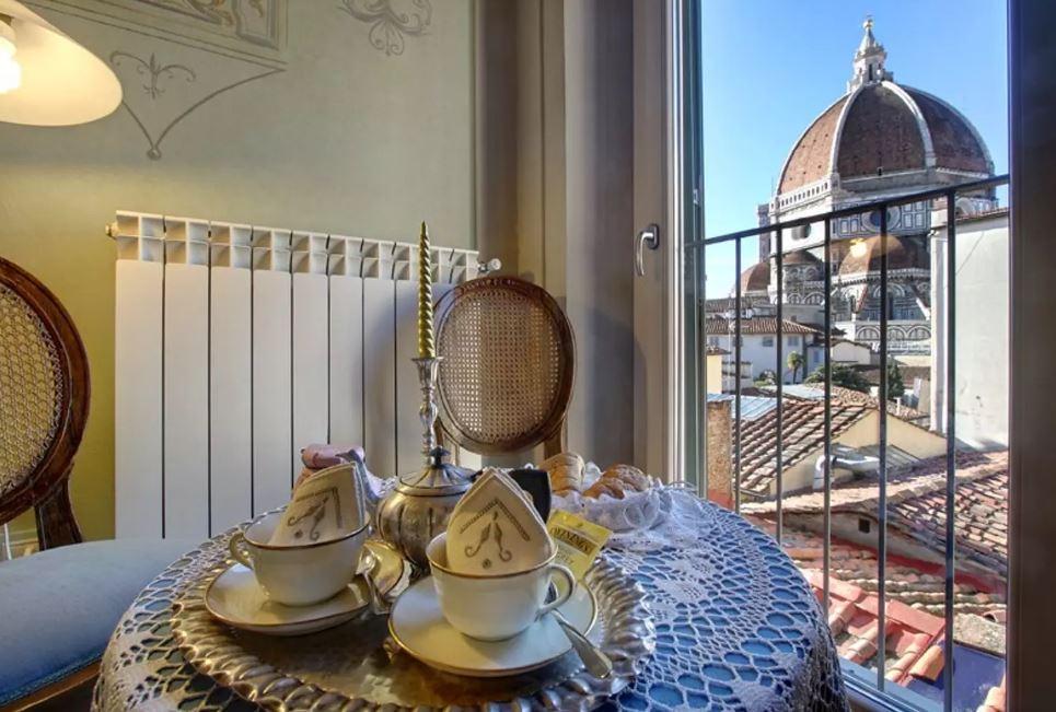 Genießt ein Frühstück mit Blick auf die Kathedrale von Florenz.