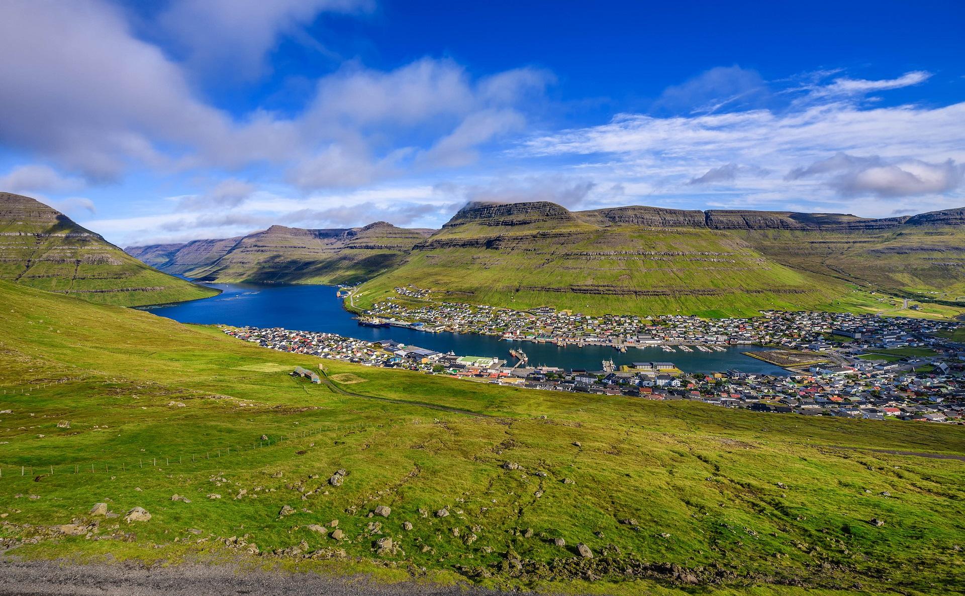 Der Ort Klaksvik auf den Färöer Inseln Klaksvik