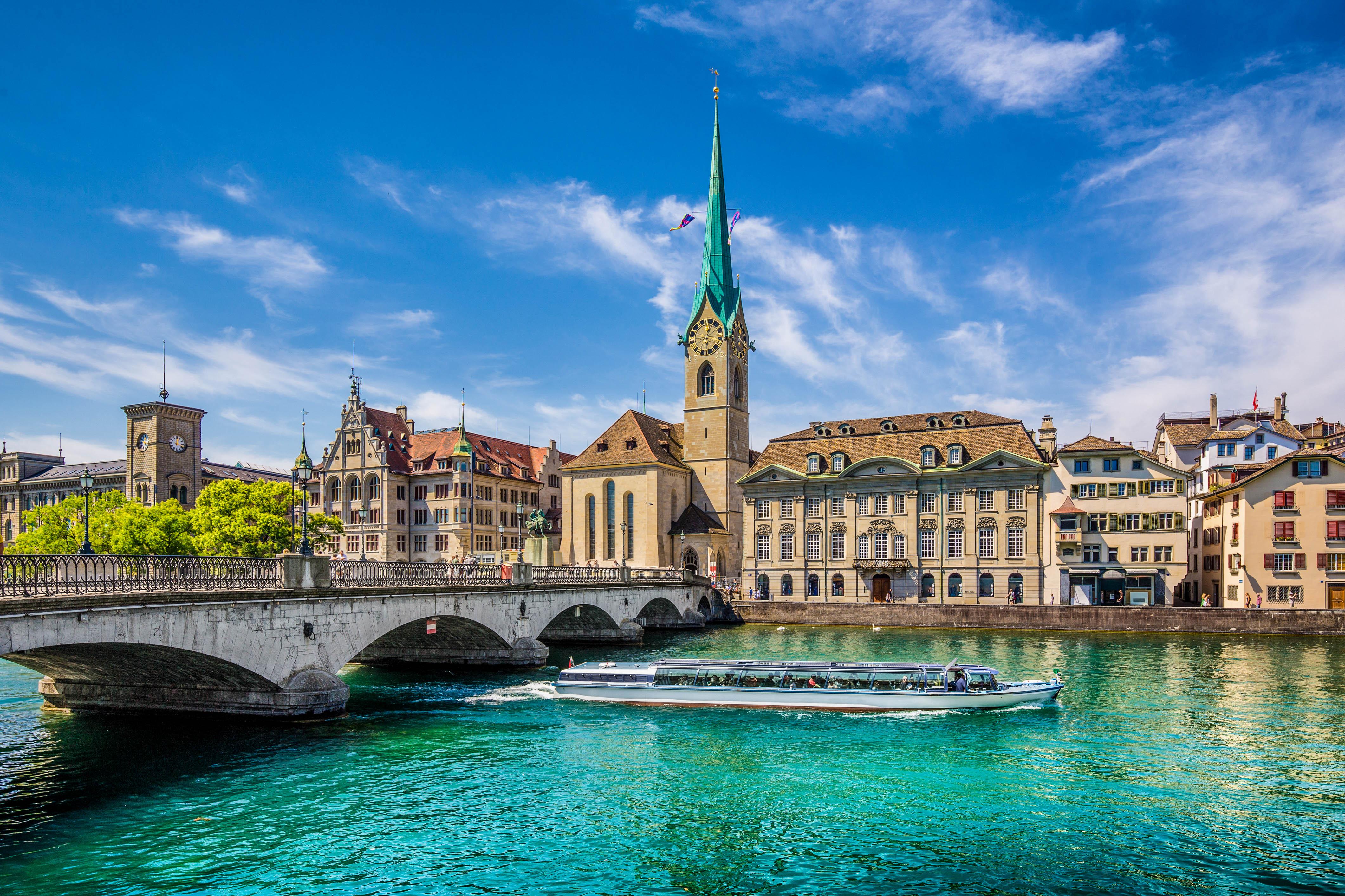 Eine Bootsfahrt auf der Limmat in Zürich