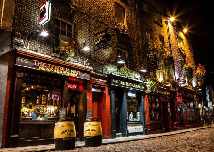 pub-in-dublin_shutterstock_600702125_editorial-only-mlechanteur-1-707×503