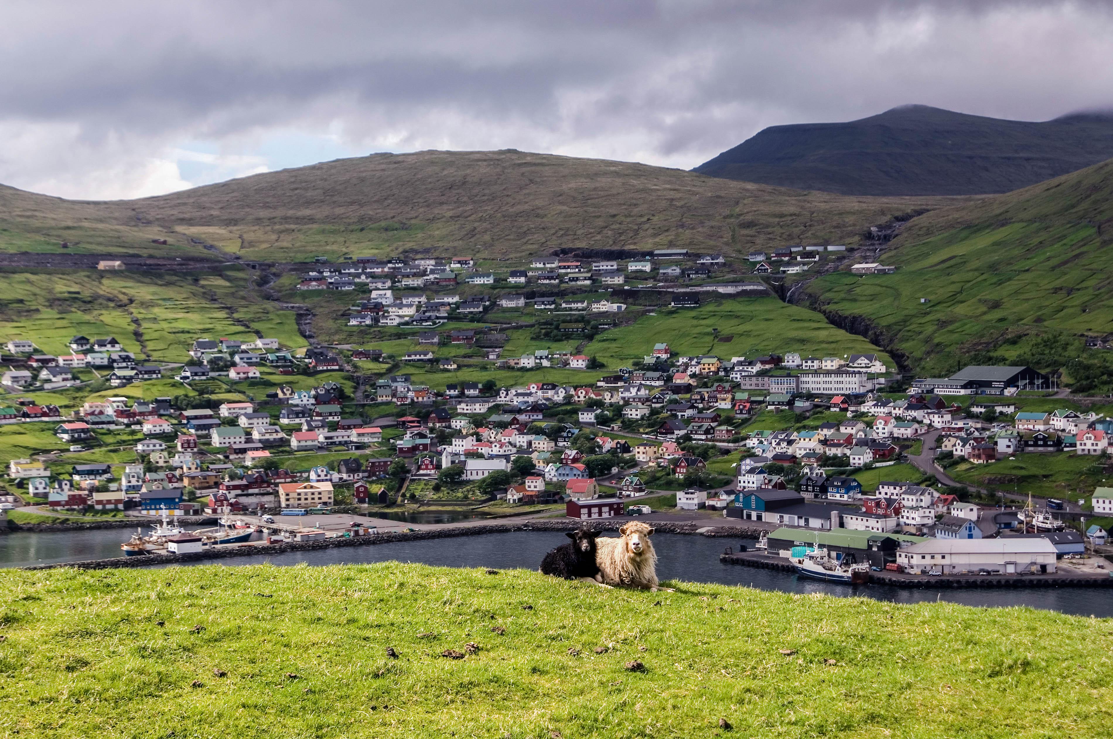 Die Färöer Inseln haben viele naturgewaltige Reiseziele zu bieten