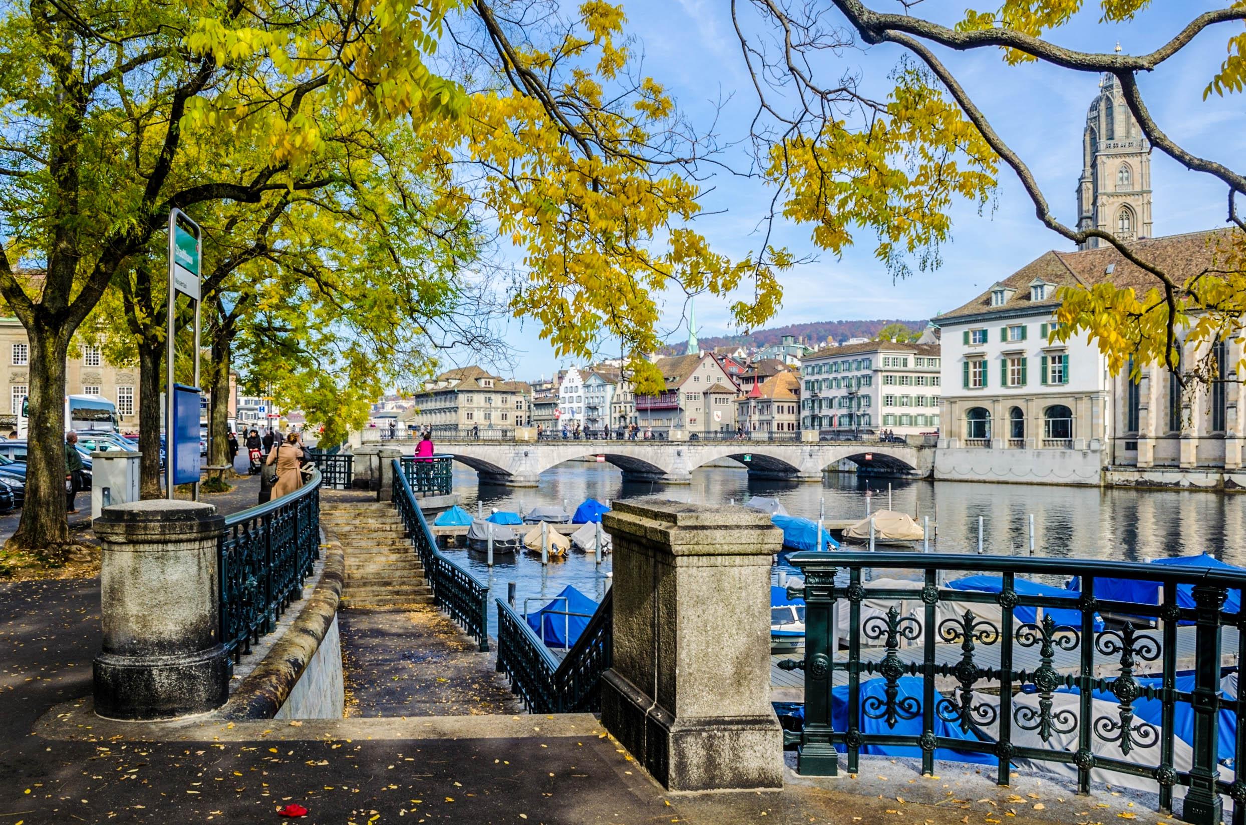 Blick auf die Altstadt in Zürich