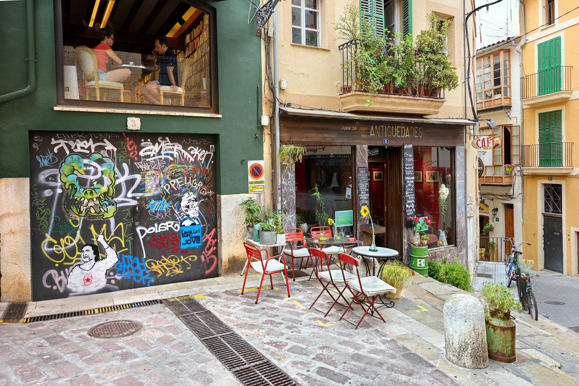 Ein kleines Café in Santa Catalina, einem urbanen Szeneviertel in Palma de Mallorca.