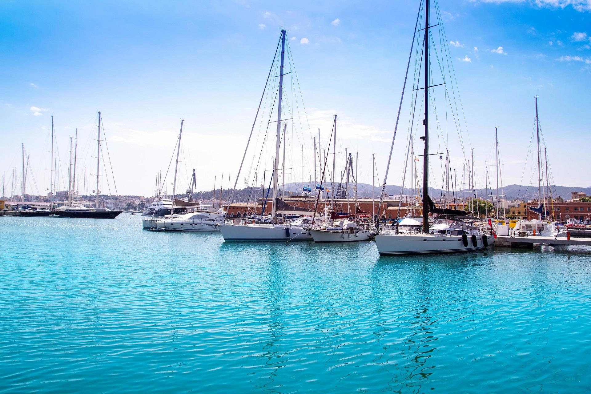 Yachten am Hafen von Palma de Mallorca.