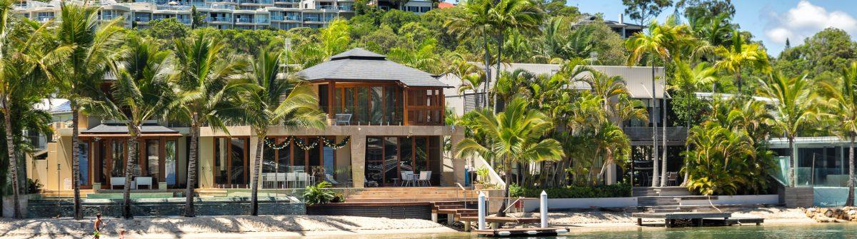 eine Villa am Strand von Noosa