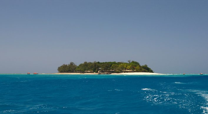 Vor dem Hafen von Stone Town liegt Prison Island