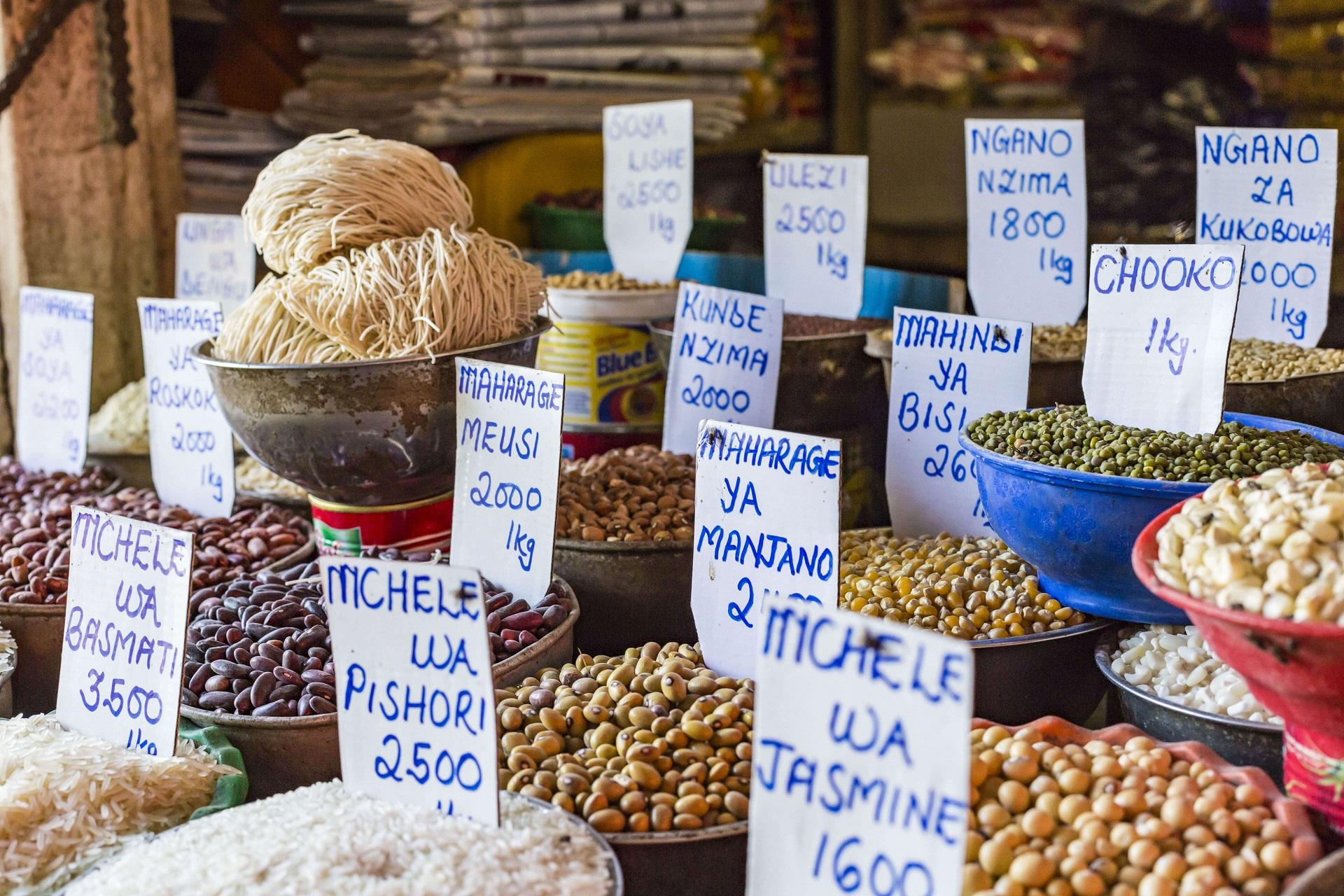 Auf den Märkten Sansibars gibt es viele Gewürze und mehr
