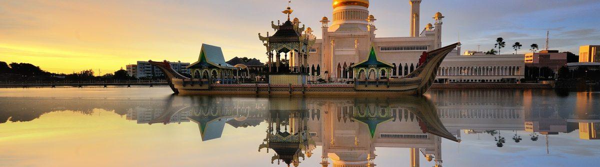 Beautiful-View-of-Sultan-Omar-Ali-Saifudding-Mosque-Bandar-Seri-Begawan-Brunei-Southeast-Asia-with-reflection-shutterstock_381193018