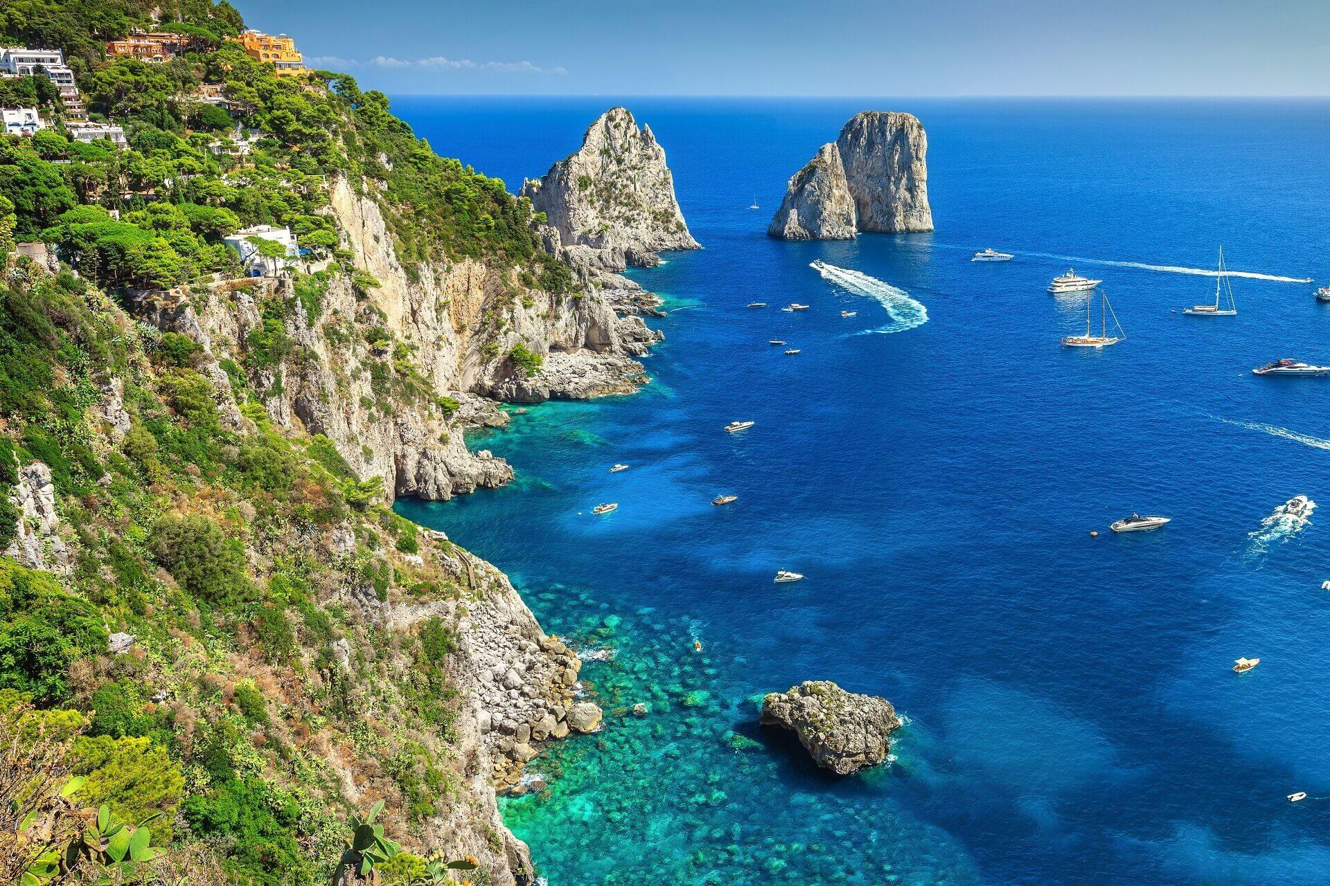 Die Faraglioni Felsen auf Capri