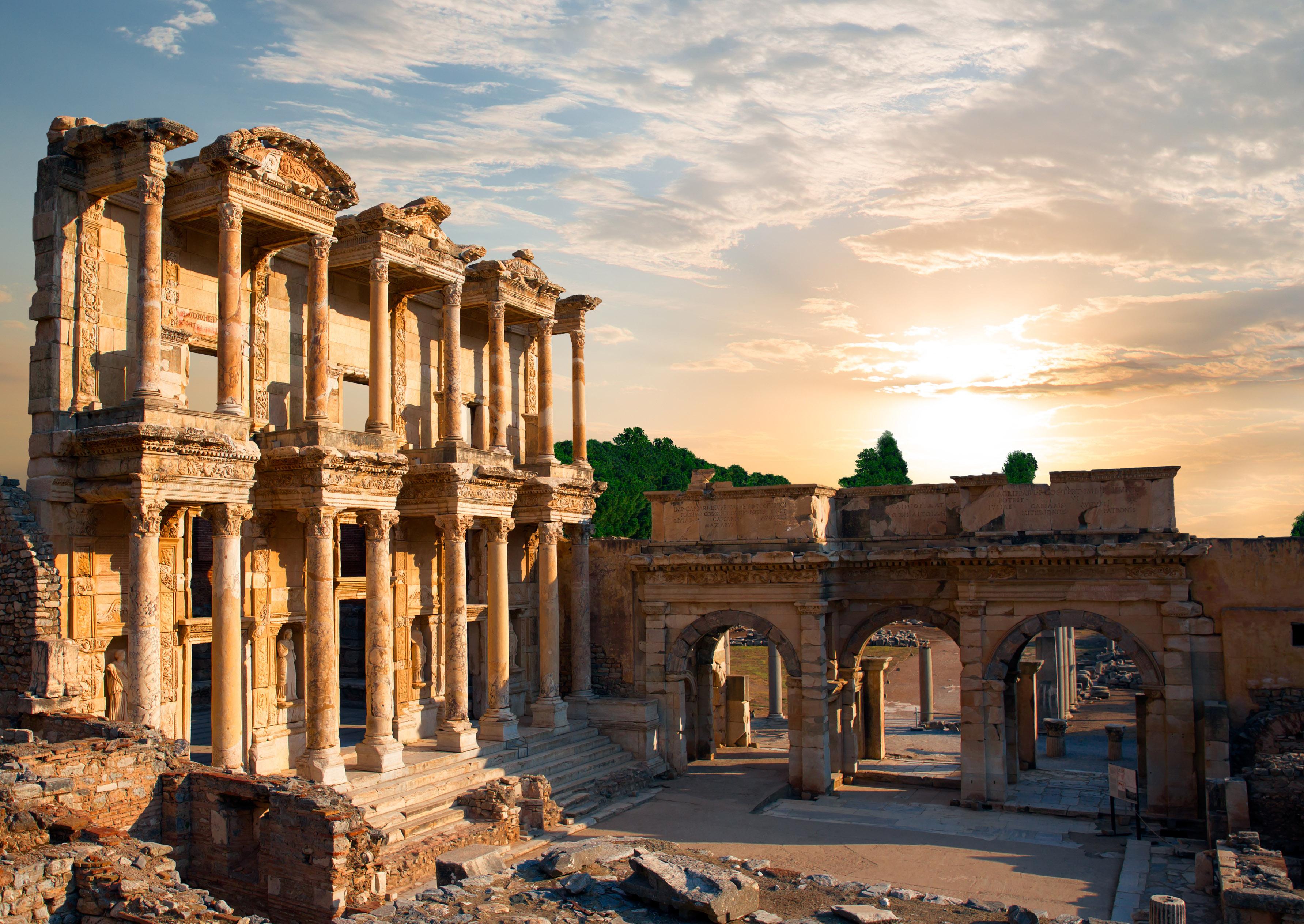 Die Celsus Bibliothek in den Ruinen von Epheseus.