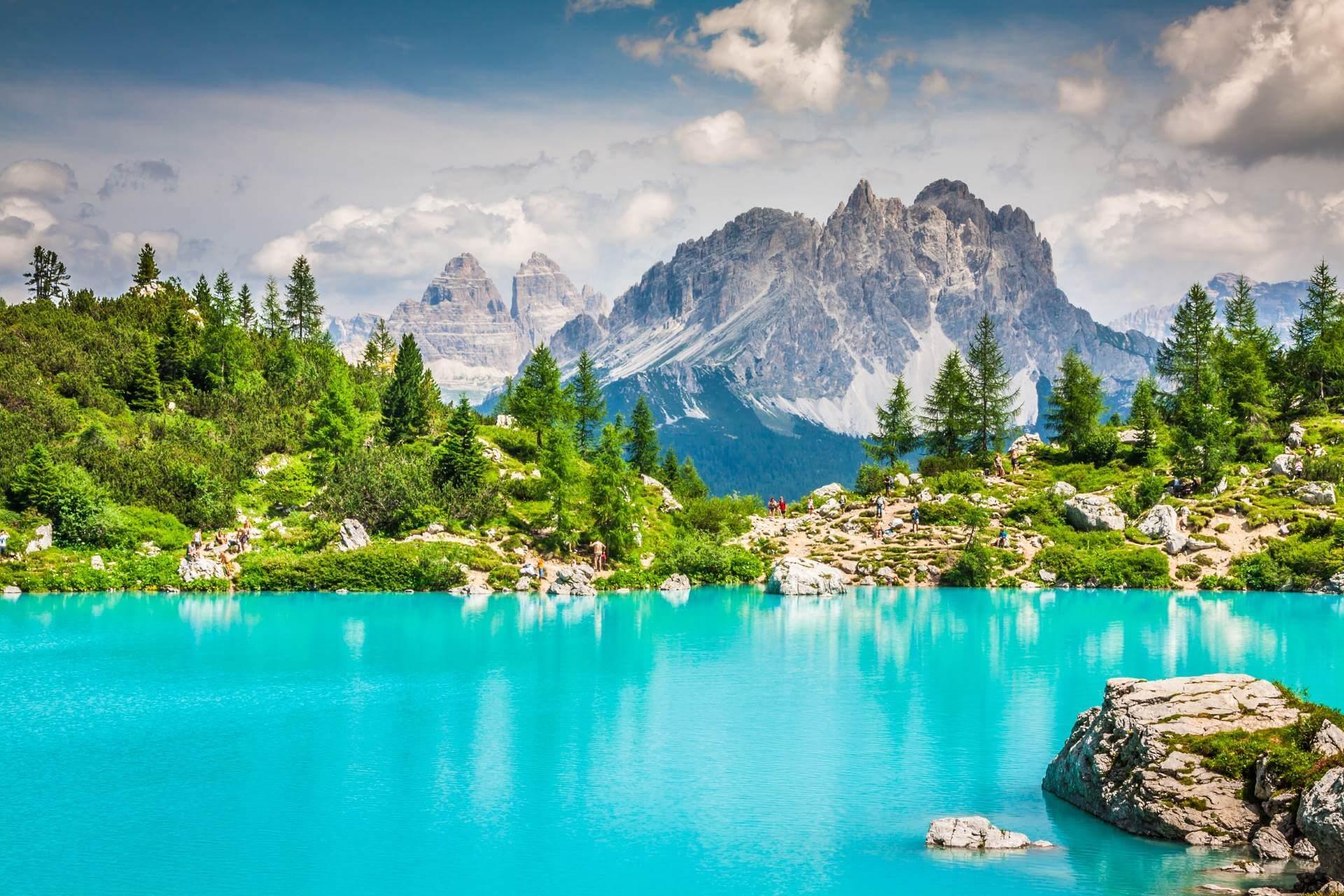 Berge und See in Lingurien