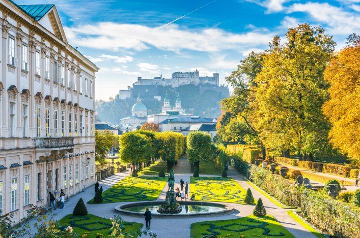 Prachtvolles Salzburg in Österreich mit Garten.