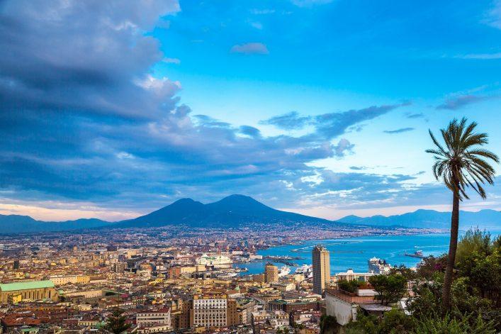 Blick über den Hafen von Neapel