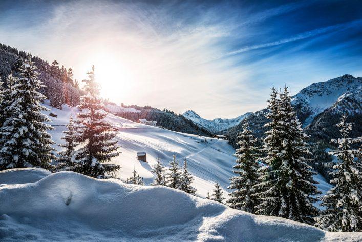 Skifahren und Schnee in Österreich.