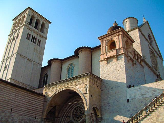 basilica_de_sant_francesc_dassis-cc-by-sa-3.0-by-josep-renalias-1