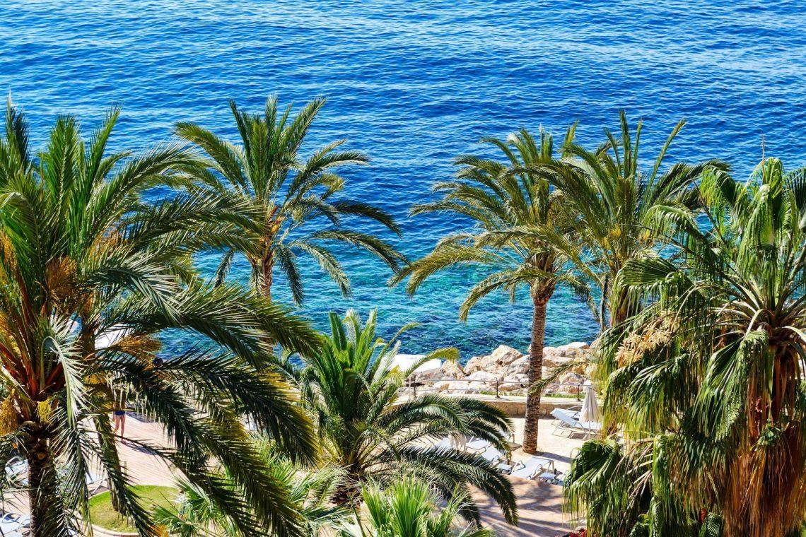 der-strand-luxus-hotel-mallorca-spanien-istock-499203740-2-e1526977122624