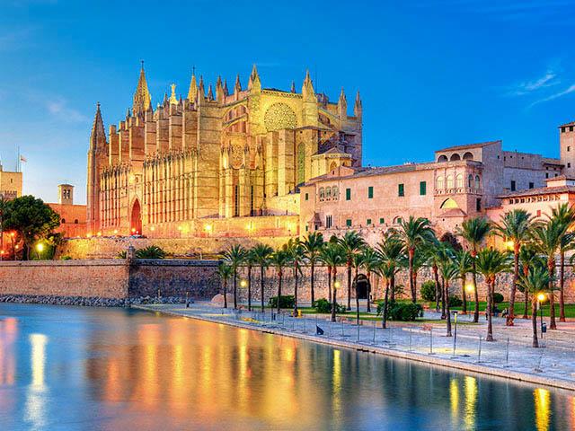 mallorca_palma-catedral-la-seu_kathedrale-von-palma_shutterstock_70004080-1