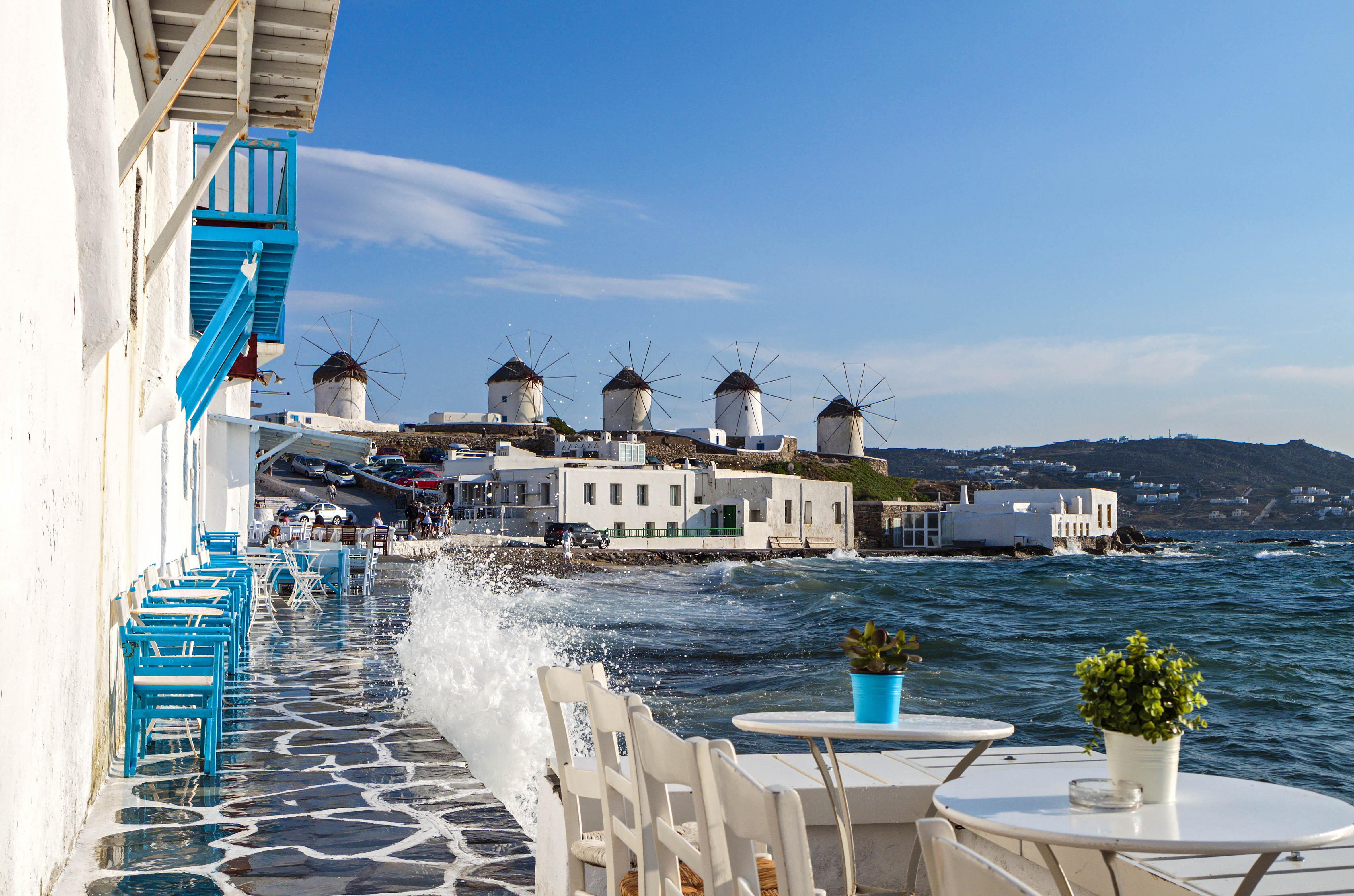 Die Insel Mykonos mit ihren Windmühlen