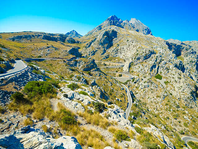 road-to-sa-calobra-in-serra-de-tramuntana-mountains-in-mallorca-spain-shutterstock_208550272-1