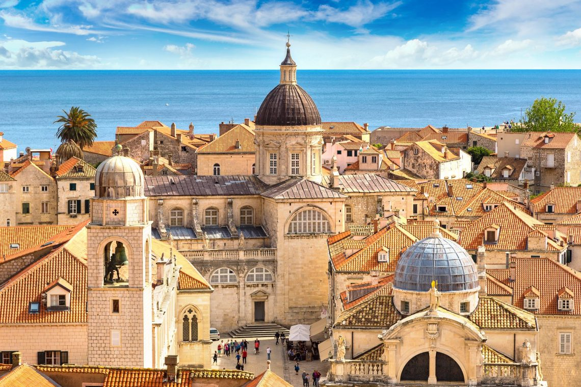 Ansicht einer Kirche in der Altstadt von Dubrovnik in Kroatien