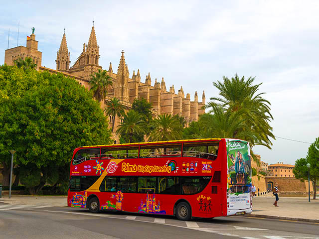 sightseeing-bus-in-palma-de-mallorca-istock-525495487-editorial-only-kerstin-waurick-1